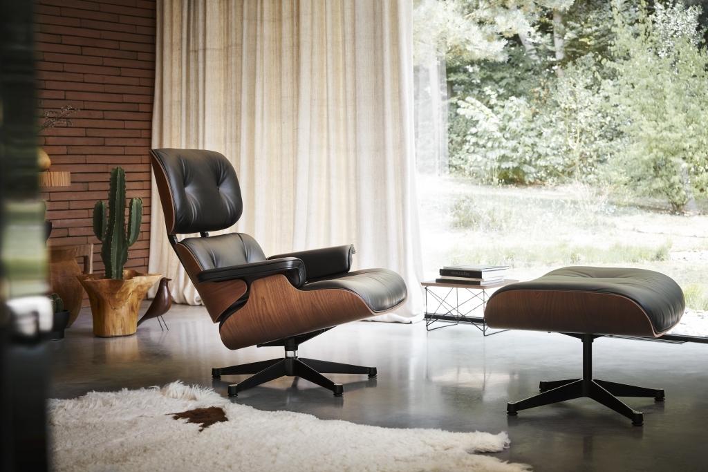cb17b1a6f36c36 Jeden z pierwszych modeli Lounge Chair stoi od 50 lat w domu Charlesa i ray  Eamseów w okolicach Los Angeles.
