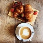 danie - croissant i kawa