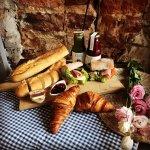 danie - pieczywo i croissant